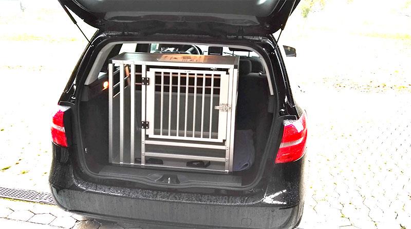 b-Safe Large Wide hundebur med trin i Mercedes B200 fra 2012