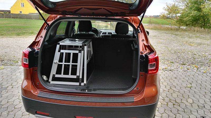 Liten transportbur till hund i bil - SafeCrate Xtra Small Premium i Suzuki S-Cross 2016